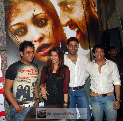 Ravi_Kissen__Aishwarya_Rai__Abhishek_Bachchan_and_Ajay_Gehi-475x468.jpg