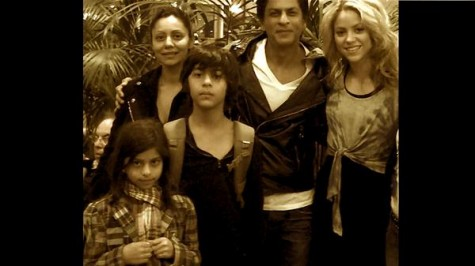 shahrukh-with-family-and-shakira-475x266.jpg