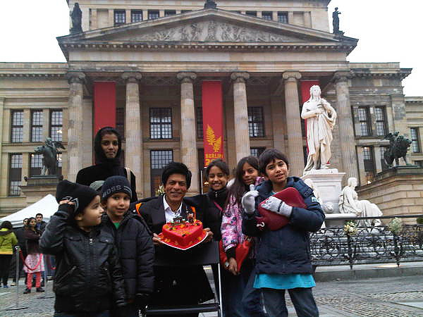 ShahRukh-Celebrating-His-Birthday-in-Berlin.jpg
