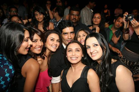 Rani_Priyanka_Preity_Sophie_Manish_20Sep2010.JPG