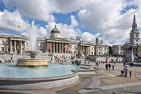 Trafalgar_Square-.jpg