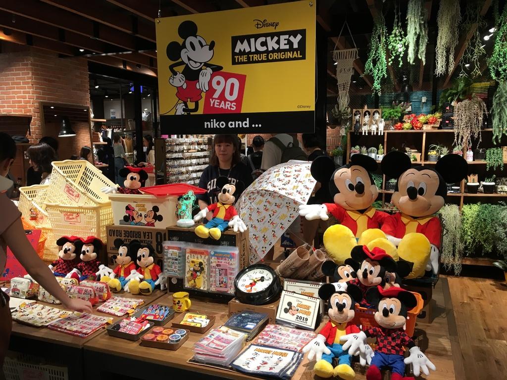 超可愛的米奇布偶、紙膠 萌小物~NIKO AND... 米奇聯名 MICKEY THE TRUE ORIGINAL 90 YEARS (1).JPG