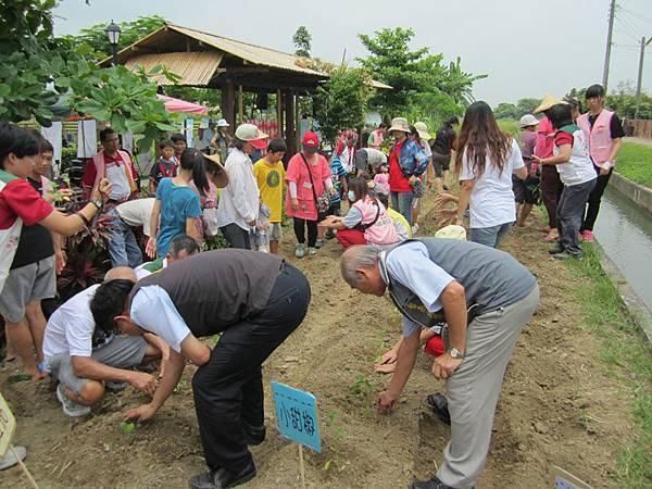 家扶於台灣本島設立第一個「兒保資源中心—親子樂活屋」社區示範站