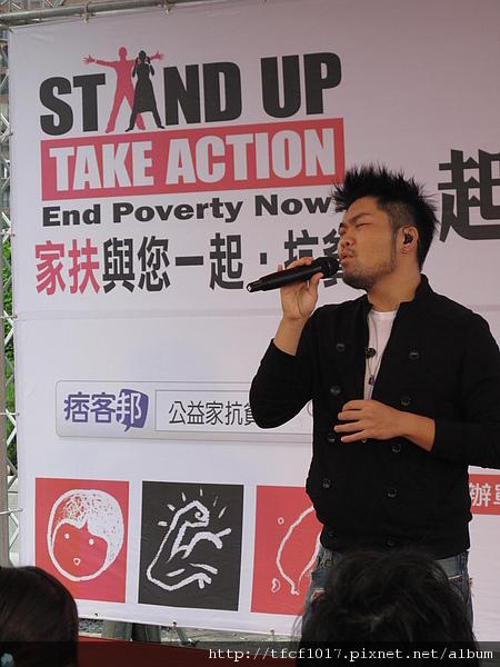 金曲歌王李玖哲以歌曲鼓勵青年朋友把握生命的每一天.JPG
