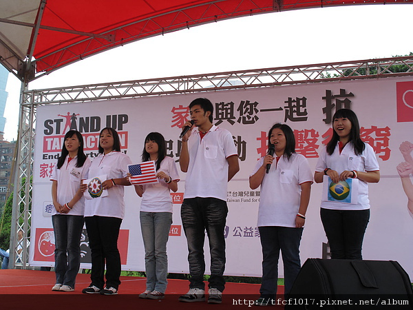 家扶青諮團以抗貧青年之姿,介紹Stand Up全球抗貧行動、並分享自身的行動參與.JPG