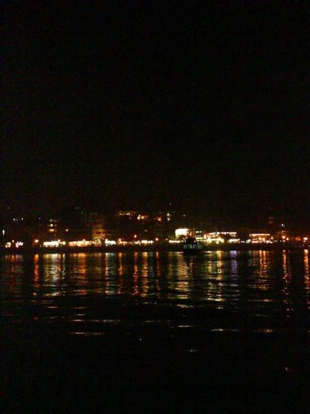 在船上拍夜景