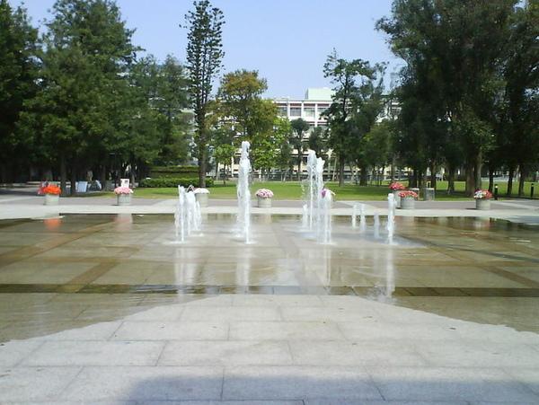 校園裡面有噴水池