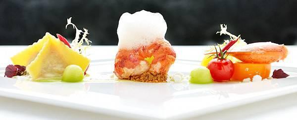 Roasted_Lobster_ravichi_in_ginger_butter_green_melon_yuzu_air_1_3f00b4