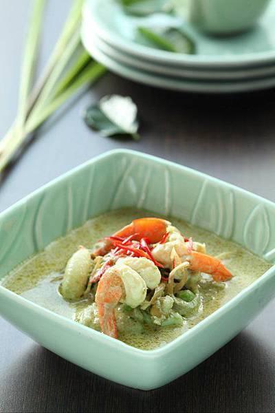 綠咖哩椰汁 雞-牛
