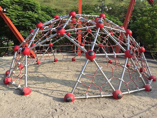 鰲峰山公園-競合體驗遊戲場