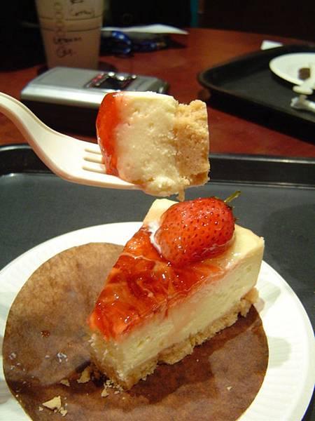鮮莓起士蛋糕切面
