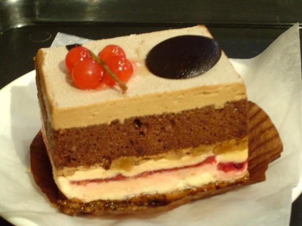 覆盆莓摩卡蛋糕
