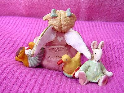 背後的鴨鴨、兔子玩偶