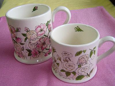 左:06年Decorated Mug系列,愛其他人(Love one another 大)。右:06年Decorated Mug系列,愛和照顧(Love & Care 小)