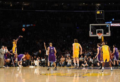 Kobe Bryant buzzer beater vs the Kings 2010.JPG