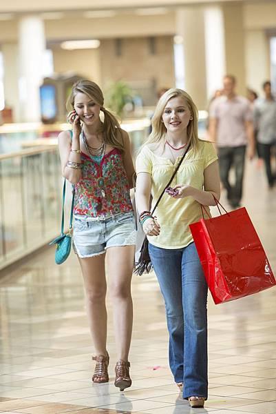 絕命連線-艾碧貝絲琳和好友逛街