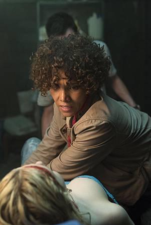 絕命連線-荷莉貝瑞營救被綁少女 (1)