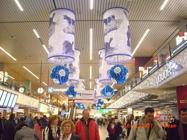 阿姆斯特丹機場充滿耶誕氣氛.JPG