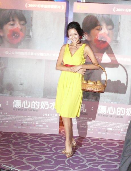 名模Liz出席電影[1]...jpg