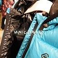 亮藍色羽絨外套2.jpg