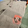 紅R字樣灰色棉褲 (材質較厚,有兩口袋)