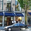 位於溫哥華市中心的Zara專賣店,2F有整整半層都是Baby&Kids,從衣服到鞋子、配件都有,尺寸齊全。