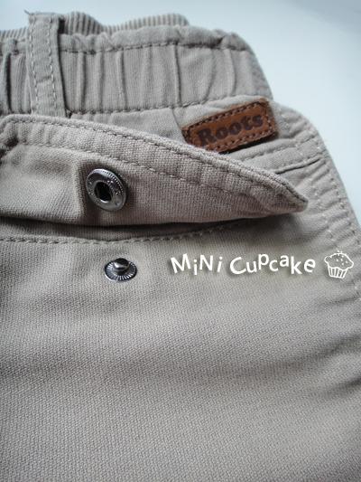 Detail: 扣子 & 皮革 Logo