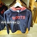 紅Logo深藍色連帽外套