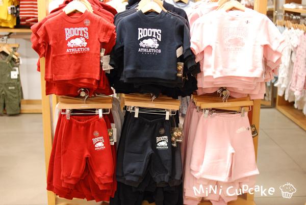 經典款系列:鋪棉連帽外套、鋪棉長袖、鋪棉長褲、短袖上衣;紅/ 藍/ 粉紅 共三色。