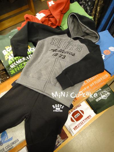 SET B:黑灰配色連帽外套(fleece材質)+黑色棉褲