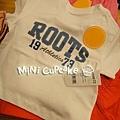 A) ROOTS 1973 米色短袖T
