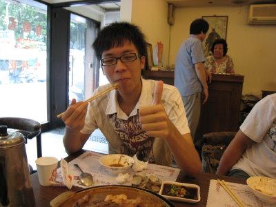璽哥吃豆腐XD