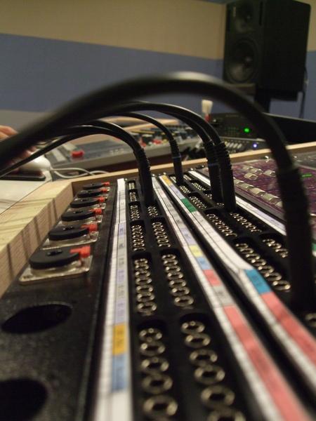 還是看不懂的板子,就是這些專業設備紀錄我們的聲音!