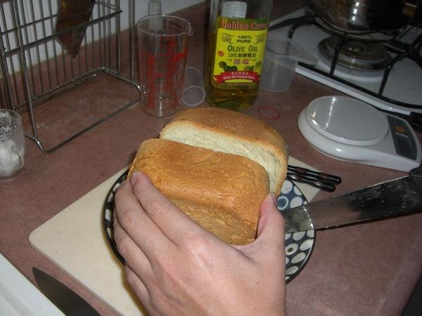麵包刀還沒買 有點難切