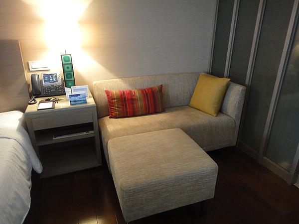 旁邊還有很舒服的小沙發