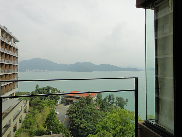 面湖的房間,到陽台上的風景才美
