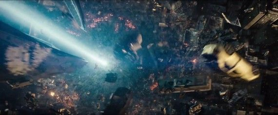 Man-of-Steel-Trailer-Images-Destruction-in-Metropolis-570x237.jpg