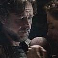 Man-of-Steel-Trailer-Images-Jor-El-Russell-Crowe-and-Lara-with-Baby-Kal-El-570x237.jpg