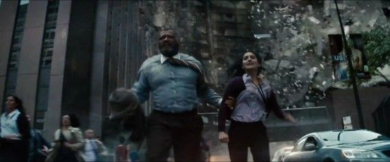 Man-of-Steel-Trailer-Images-Perry-White-Flees-Destruction-570x237.jpg