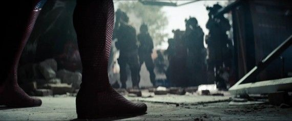 Man-of-Steel-Trailer-Images-Superman-Faces-the-Army-570x237.jpg