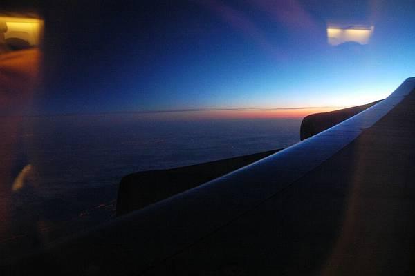 飛機上遇到日出