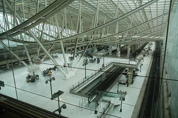 巴黎戴高樂機場轉機