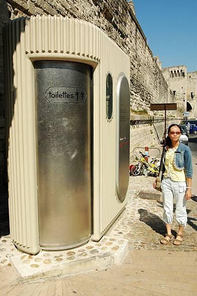 亞維濃:投幣式廁所