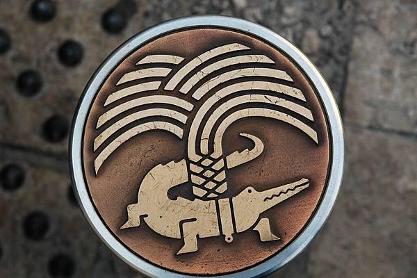 尼姆市徽: 鱷魚泉水城
