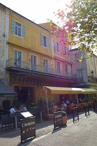 黃屋:梵谷曾畫過的咖啡廳