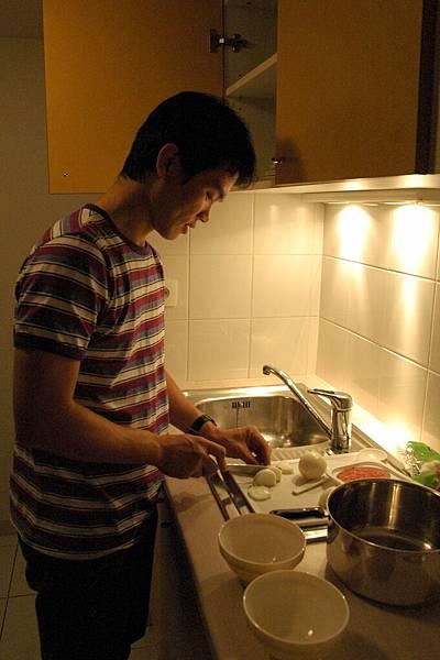 辛苦做菜中