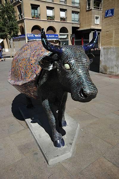馬賽另一個常見的怪東西-彩牛