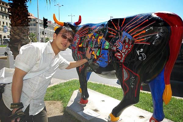 這牛像是被惡搞的