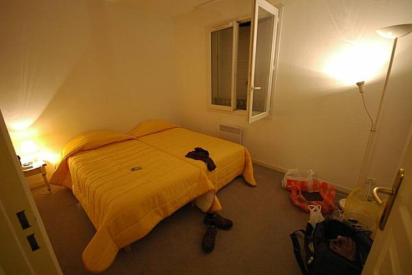 一人睡一間寬敞的房間