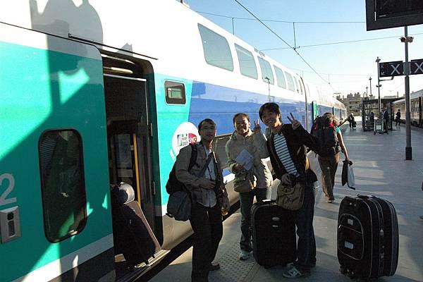 上TGV摟準備到巴黎摟